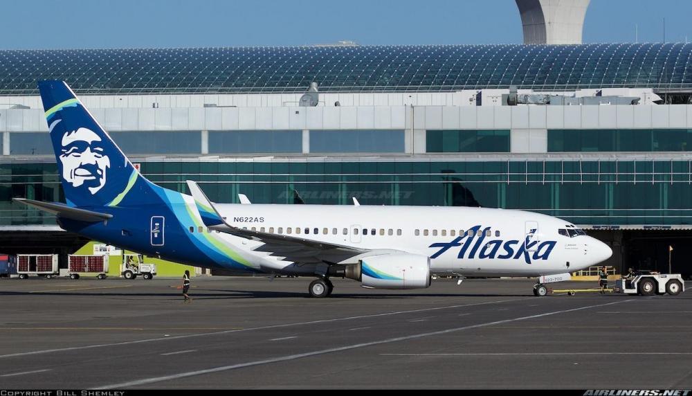 Alaska Airlines Boeing 737-900 At Seatac International Airport .jpg
