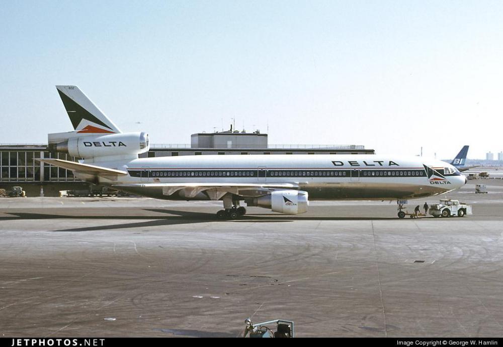 Delta Retro DC-10 02.jpg