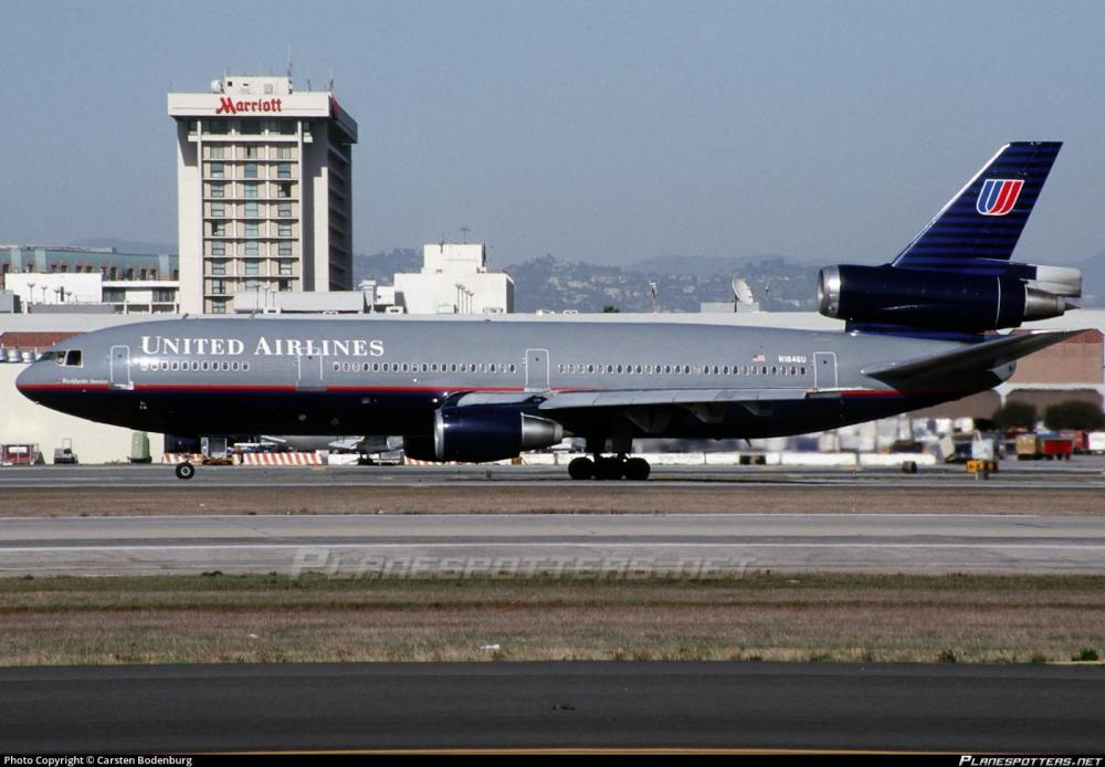 United Airlines Retro DC-10 01.jpg