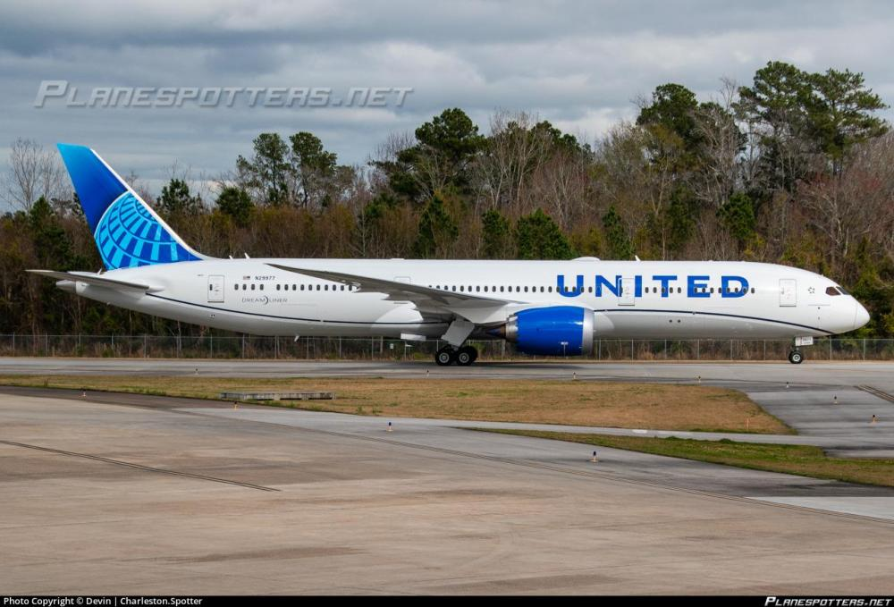 United Airlines Boeing 787-9.jpg
